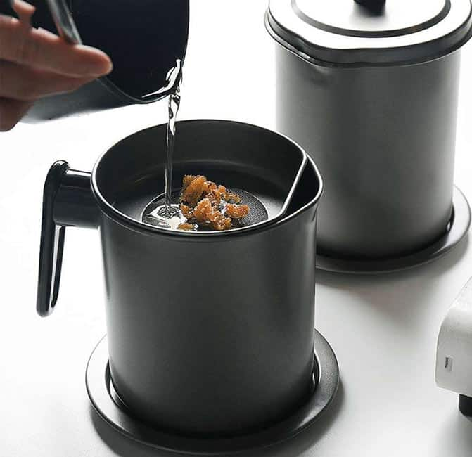 How to Store Oil From a Deep Fryer